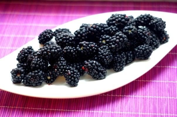 blackberries-1612883_1920